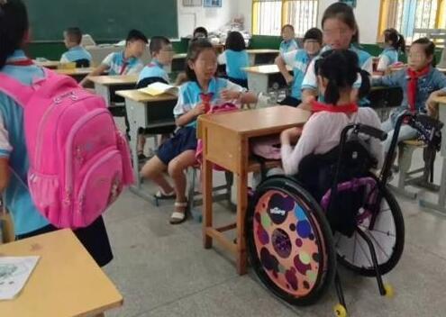 【热议】小学生在校做俯卧撑后瘫痪 为何等到三年后家长才索赔