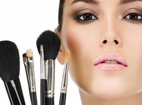 【变美】冬天化妆的正确步骤不浮粉 化妆先后顺序很重要
