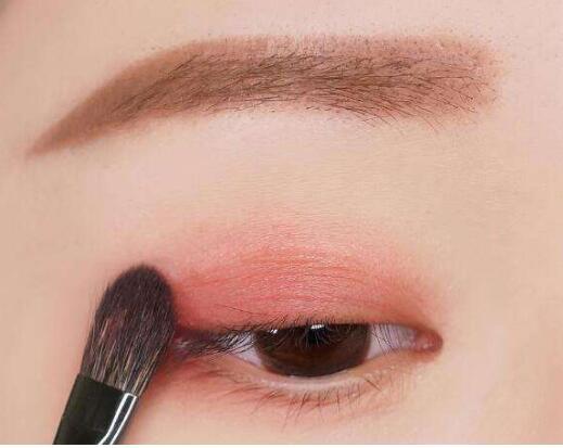 眼影怎么搭配颜色好看 新手画眼影的技巧图解完整步骤