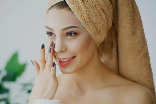 【干货】说说美容液化妆水精华原液那些事儿:美容液和爽肤水的区别你知道?