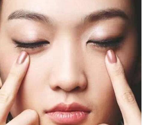【速看】眼霜的正确使用方法什么时候擦 眼霜在护肤的第几步用