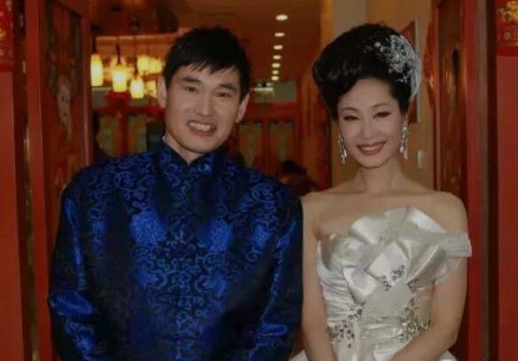 【吃瓜】朱芝文与于文华结婚现场照片是真的吗?大衣哥新烦恼儿女在家啃老