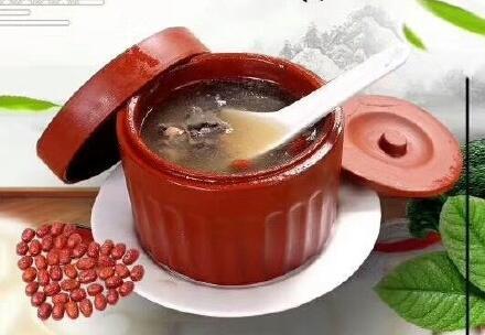 【关注】冬季煲什么汤最适宜 山药红枣乌鸡汤的做法